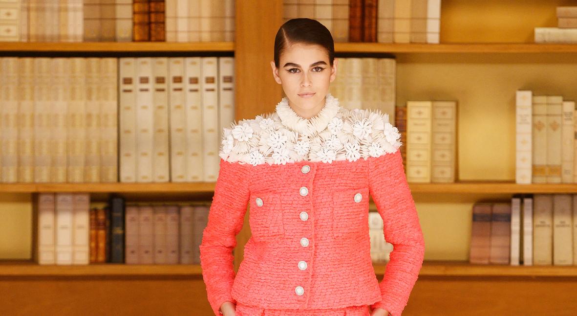 Salt: главное здесь, остальное по вкусу - Мода библиотеки: Кайя Гербер, Марион Котийяр, Марго Робби и другие на показе Chanel