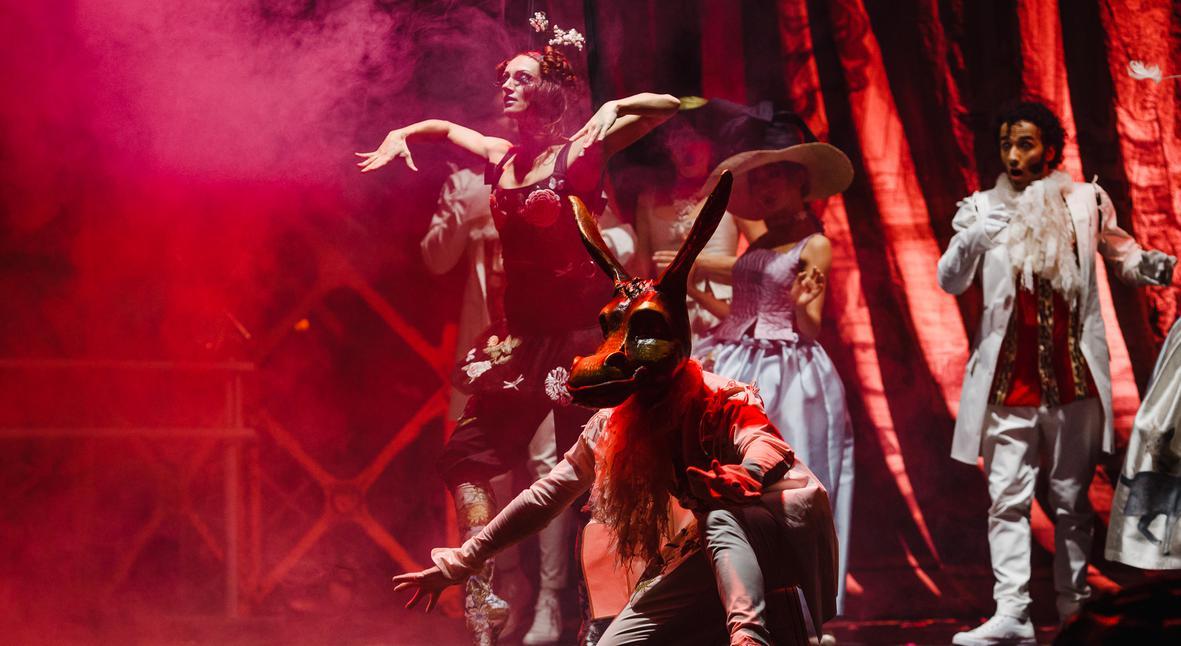 Salt: главное здесь, остальное по вкусу - Фантасмагория страсти: 5 причин увидеть шоу Timeless  в «Ленинград Центре»