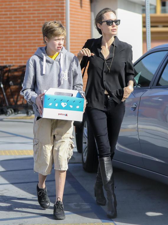 Salt: главное здесь, остальное по вкусу - СМИ: дочь Анджелины Джоли и Брэда Питта хочет переехать к отцу