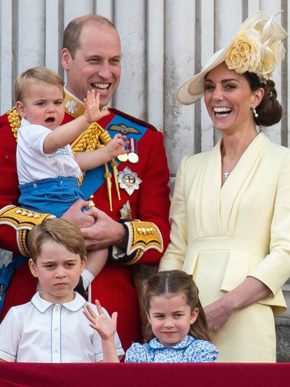 Salt: главное здесь, остальное по вкусу - Кейт Миддлтон и принц Уильям с детьми прилетели бюджетным рейсом в Шотландию
