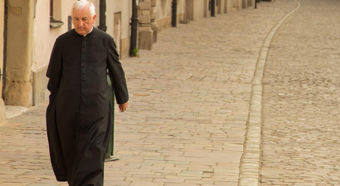 Salt: главное здесь, остальное по вкусу - Польские священники в рамках религиозной акции сожгли «Сумерки», «Гарри Поттера» и зонтик с Hello Kitty