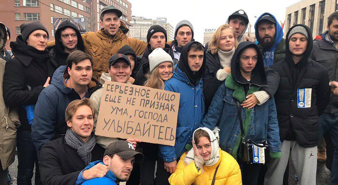 Salt: главное здесь, остальное по вкусу - Юрий Дудь, Александр Паль, Face и еще 20 тысяч человек посетили митинг на проспекте Сахарова