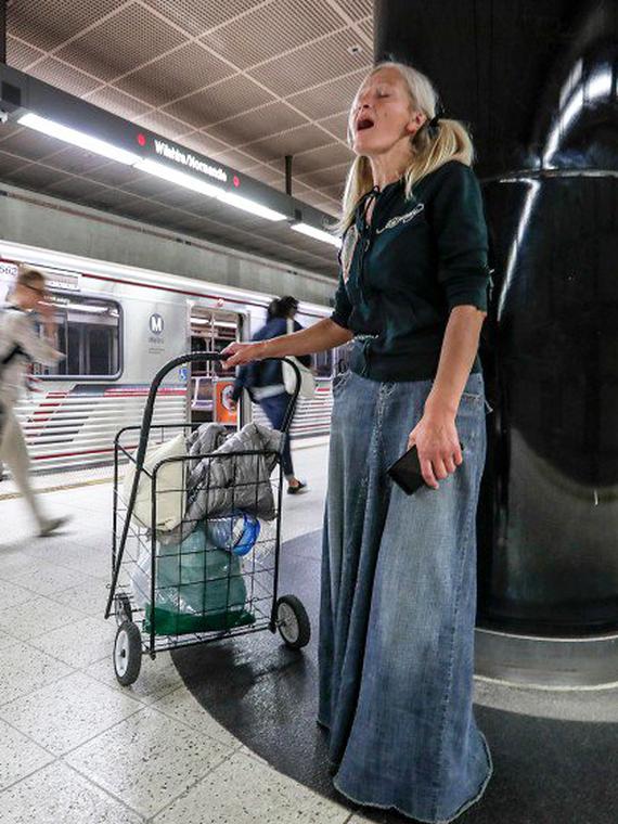 Salt: главное здесь, остальное по вкусу - Эмигрантка из России исполнила арию в метро Лос-Анджелеса — теперь ей предлагают записать диск