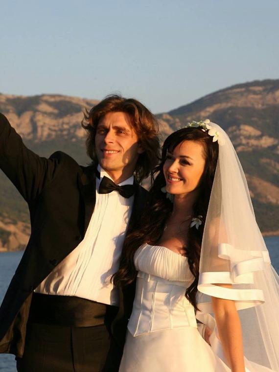 Salt: главное здесь, остальное по вкусу - Семья Анастасии Заворотнюк поделилась архивными фотографиями с ее свадьбы