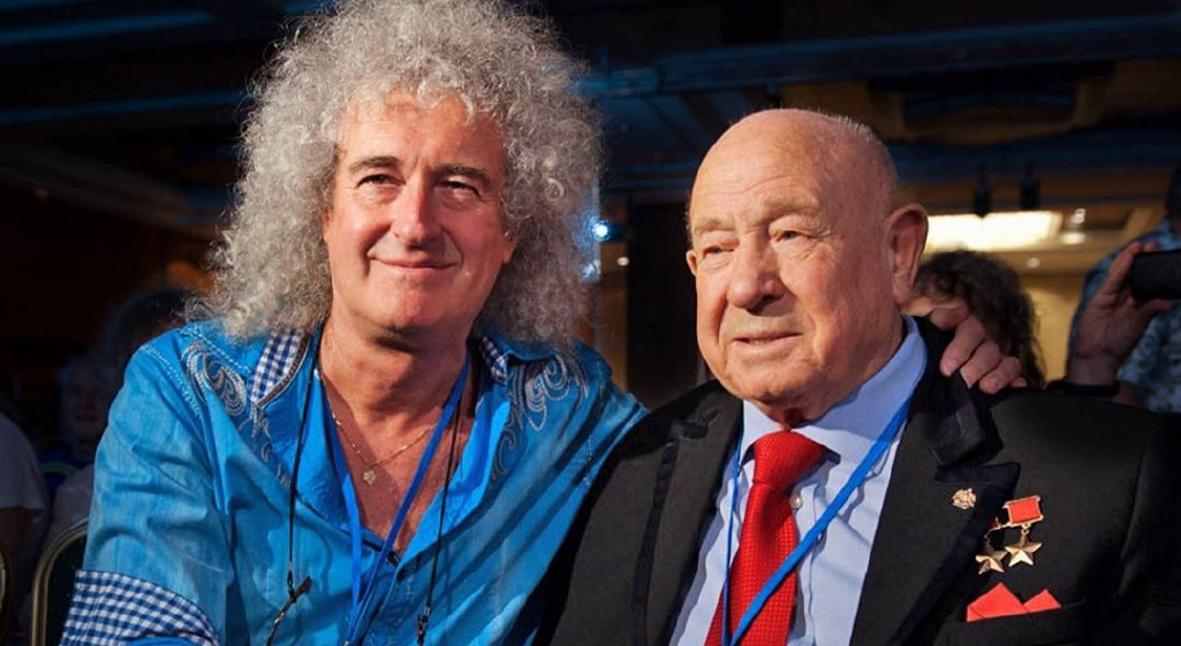 Salt: главное здесь, остальное по вкусу - Гитарист Queen Брайан Мэй почтил память космонавта Алексея Леонова