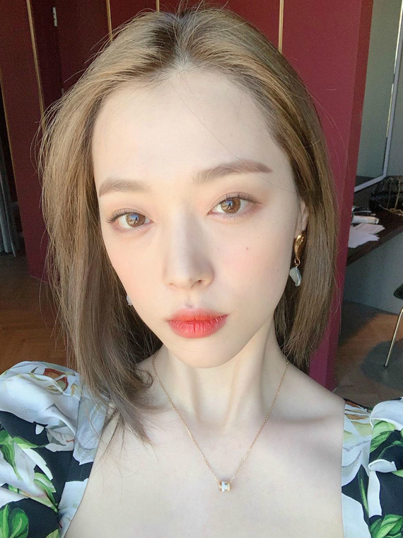 Salt: главное здесь, остальное по вкусу - Власти Южной Кореи рассмотрят законопроект о травле в Сети после смерти k-pop звезды Солли