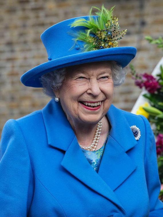 Salt: главное здесь, остальное по вкусу - Биограф Елизаветы II объяснил, почему королева не смотрит сериал «Корона»