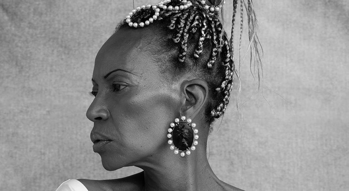 Salt: главное здесь, остальное по вкусу - Новый взгляд на камеи: Рианна посвятила коллекцию украшений Fenty темнокожим женщинам
