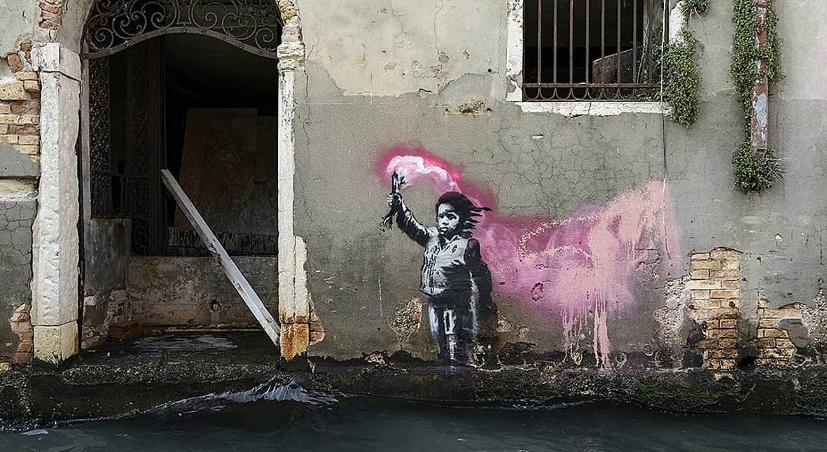Salt: главное здесь, остальное по вкусу - В Венеции ушло под воду граффити Бэнкси с ребенком-беженцем в спасательном жилете