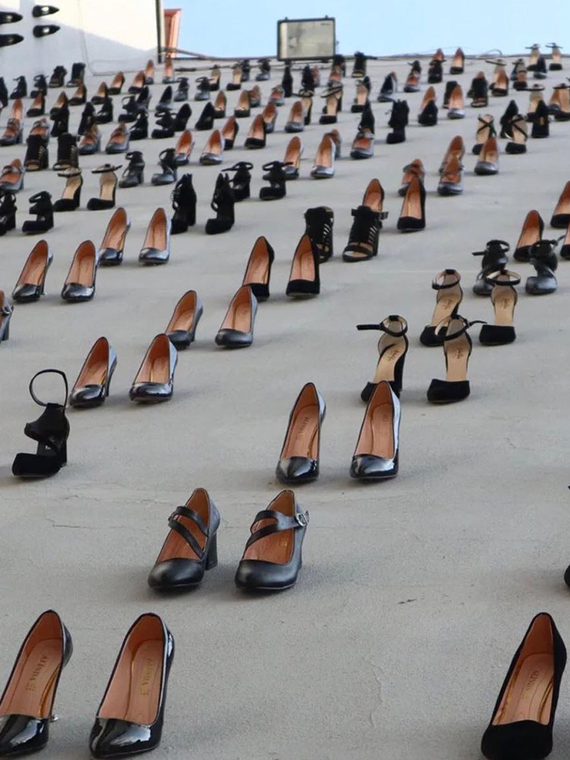 Salt: главное здесь, остальное по вкусу - 440 пар черных туфель: в Стамбуле установлен памятник жертвам домашнего насилия