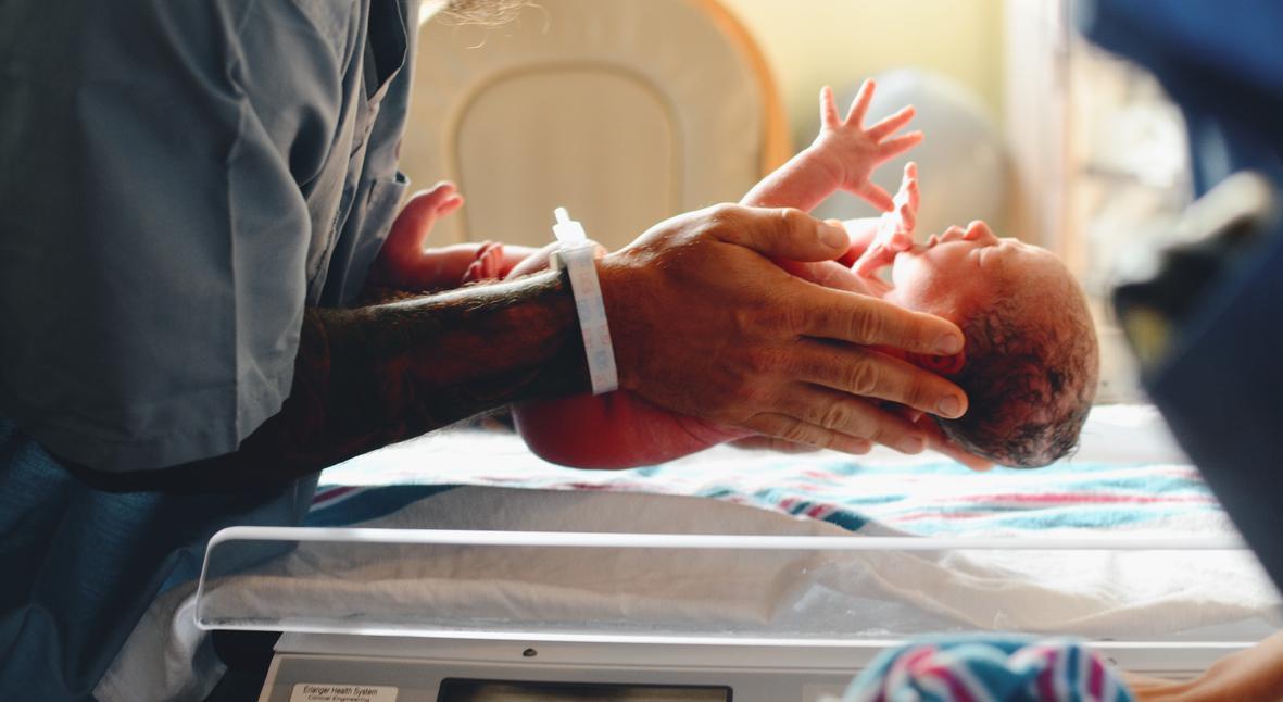 Salt: главное здесь, остальное по вкусу - «Гламурные» роды: врач рассказала, как женщинам позволяют самим достать ребенка из живота