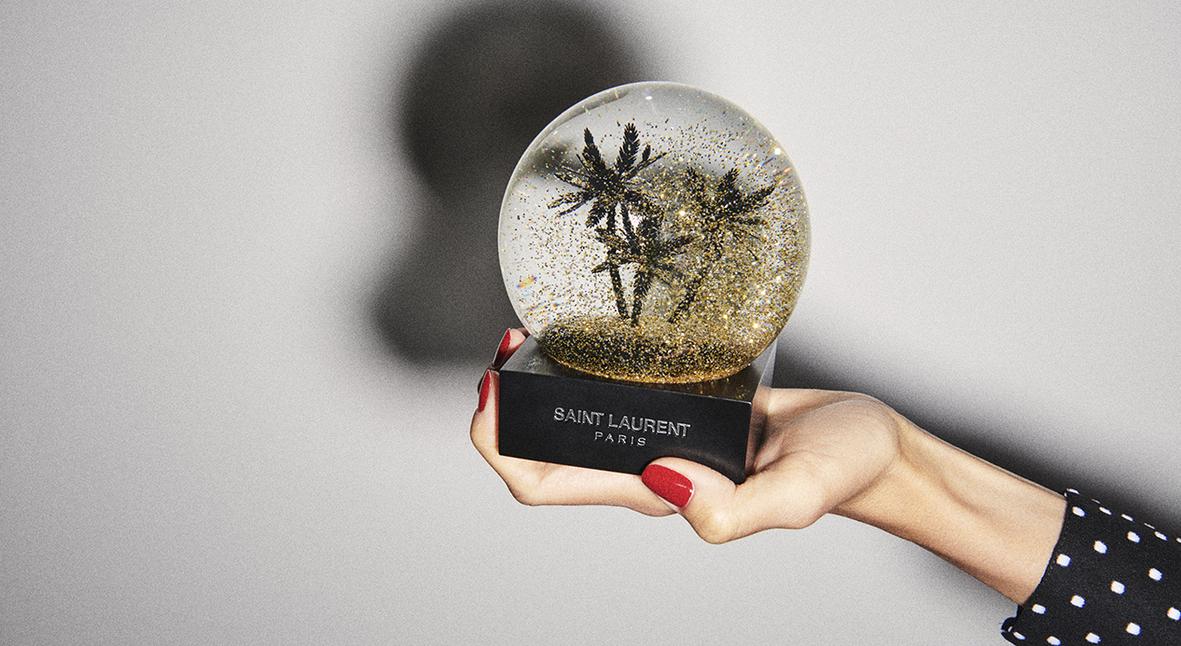 Salt: главное здесь, остальное по вкусу - Снежный шар и елка: Saint Laurent представили коллекцию новогодних подарков