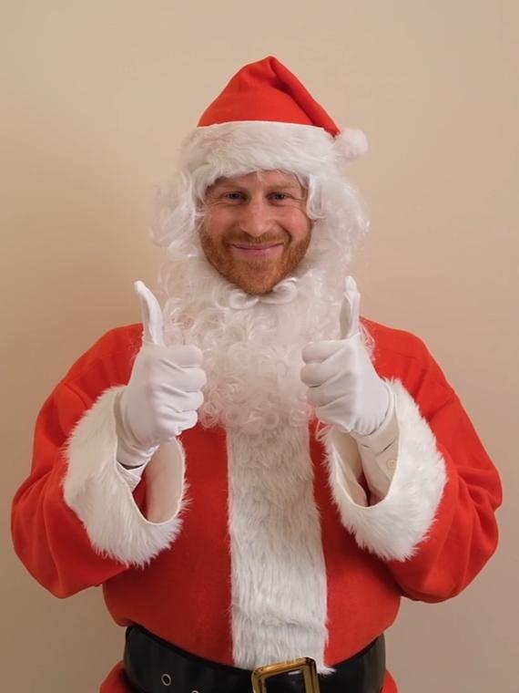 Salt: главное здесь, остальное по вкусу - Принц Гарри в образе Санта-Клауса поздравил с Рождеством детей погибших военнослужащих