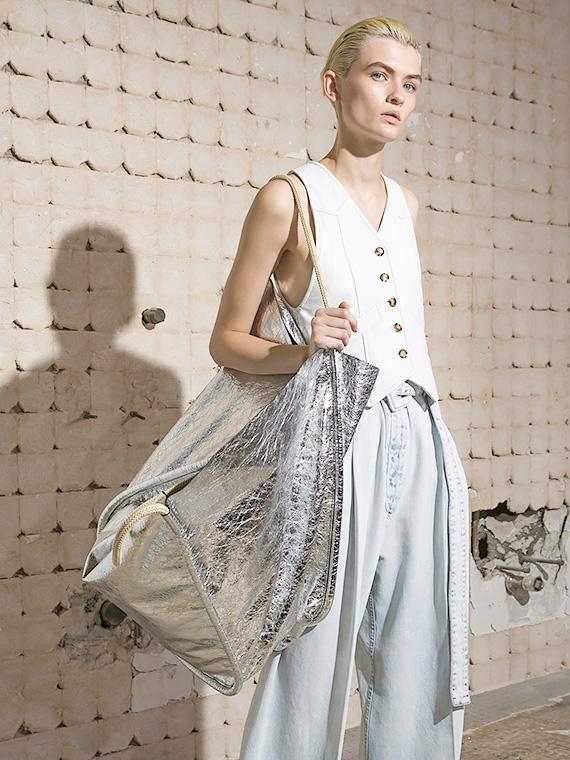 Salt: главное здесь, остальное по вкусу - Серебряный серфер: самые модные сумки будущей весны