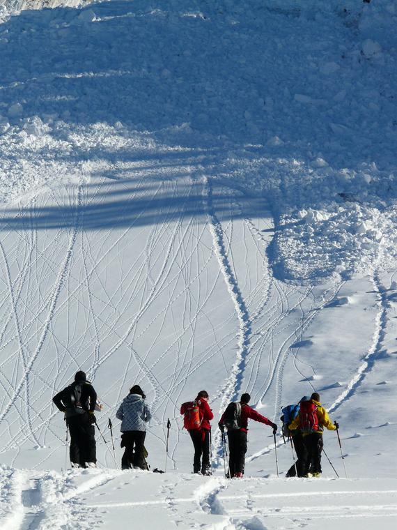 Salt: главное здесь, остальное по вкусу - Две девушки выжили после схода лавины на Алтае — семь человек погибли