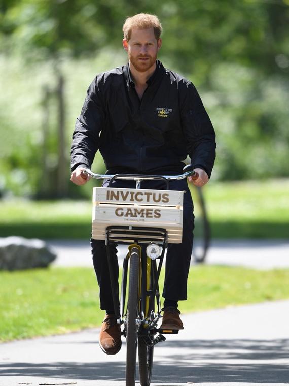 Salt: главное здесь, остальное по вкусу - Принц Гарри в Нидерландах надел куртку с надписью «Папочка»