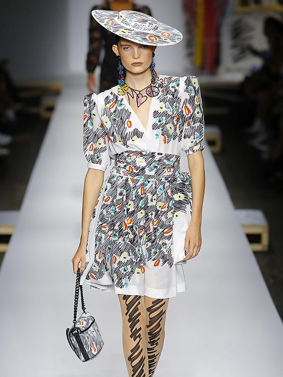 Salt: главное здесь, остальное по вкусу - Того стоит: «разрисованное» платье Moschino