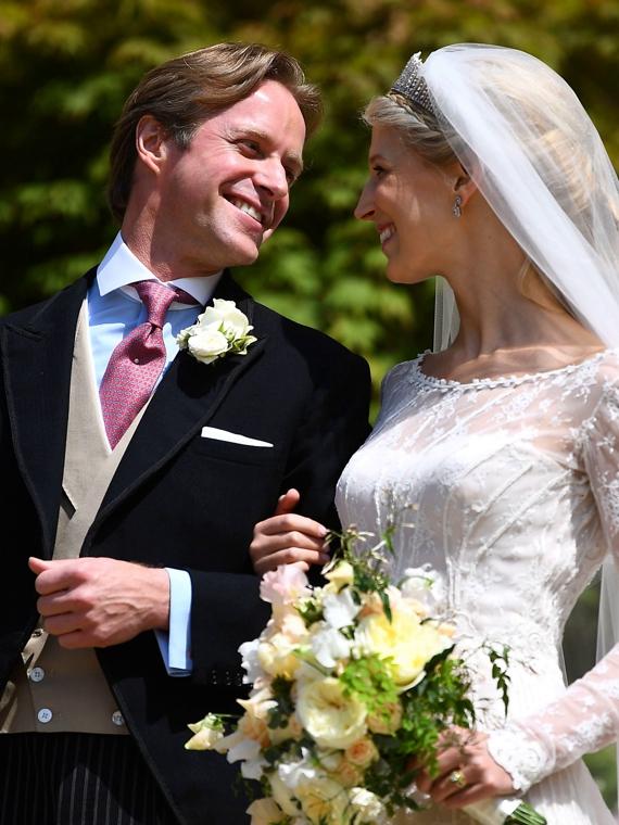 Salt: главное здесь, остальное по вкусу - Елизавета II, принц Гарри и другие члены королевской семьи на свадьбе леди Габриэллы Виндзор