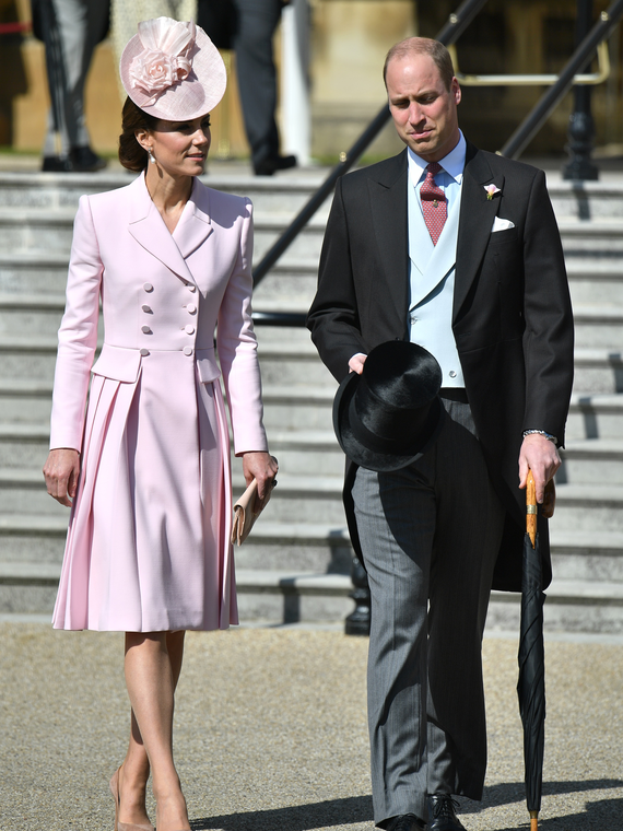 Salt: главное здесь, остальное по вкусу - Кейт Миддлтон, принц Уильям и Елизавета II на вечеринке в Букингемском дворце