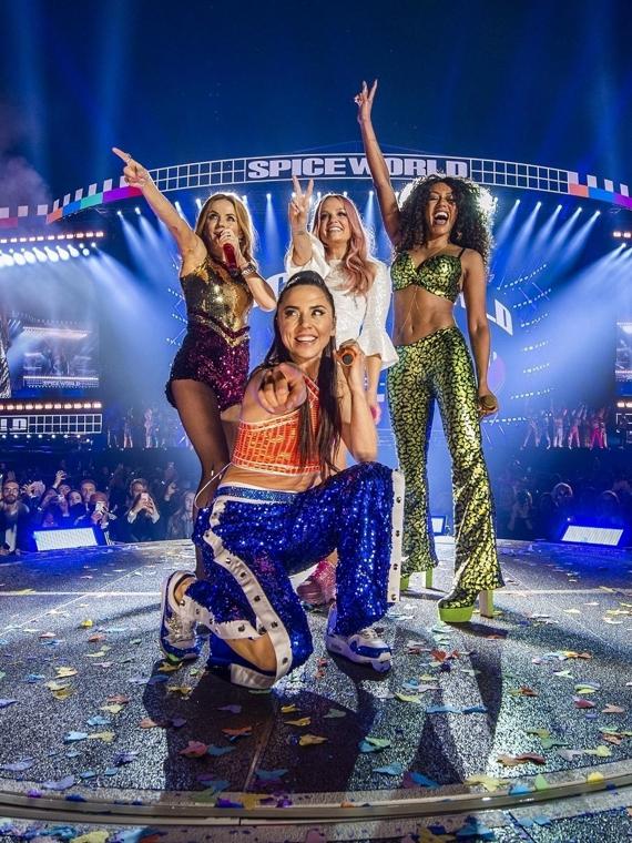 Salt: главное здесь, остальное по вкусу - Ностальгия или безвкусица? На первом концерте тура Spice Girls 24 раза сменили наряды