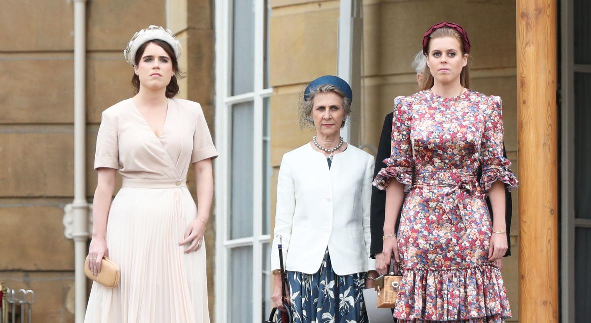 Salt: главное здесь, остальное по вкусу - Принцессы Беатрис и Евгения посетили с принцем Гарри вечеринку в Букингемском дворце
