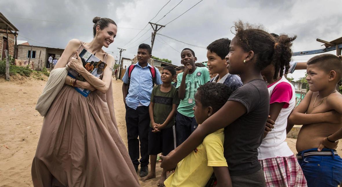Salt: главное здесь, остальное по вкусу - Анджелина Джоли посетила лагерь беженцев в Венесуэле