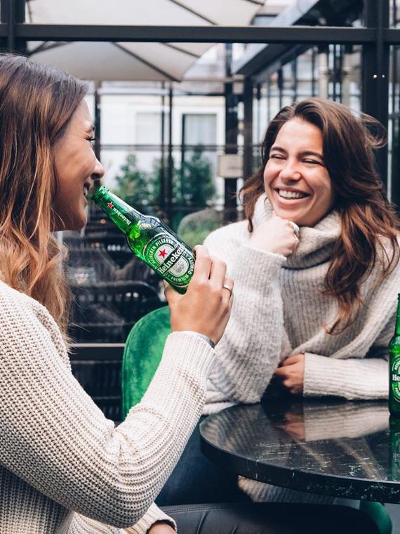 Salt: главное здесь, остальное по вкусу - Женщинам пиво, мужчинам коктейли: Heineken выпустил рекламу против гендерных стереотипов