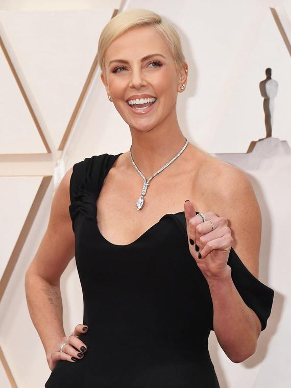 Salt: главное здесь, остальное по вкусу - Шарлиз Терон показала «звездное» селфи с церемонии «Оскар»