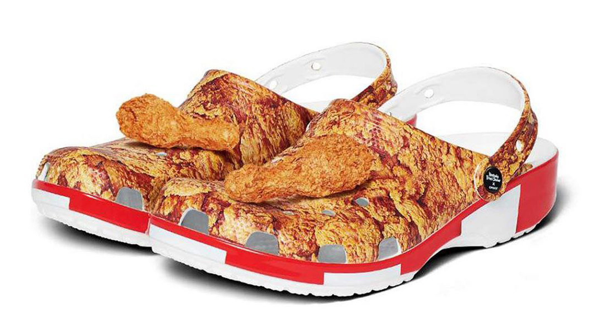 Salt: главное здесь, остальное по вкусу - Crocs и KFC создали обувь с ароматным декором в виде жареной курицы