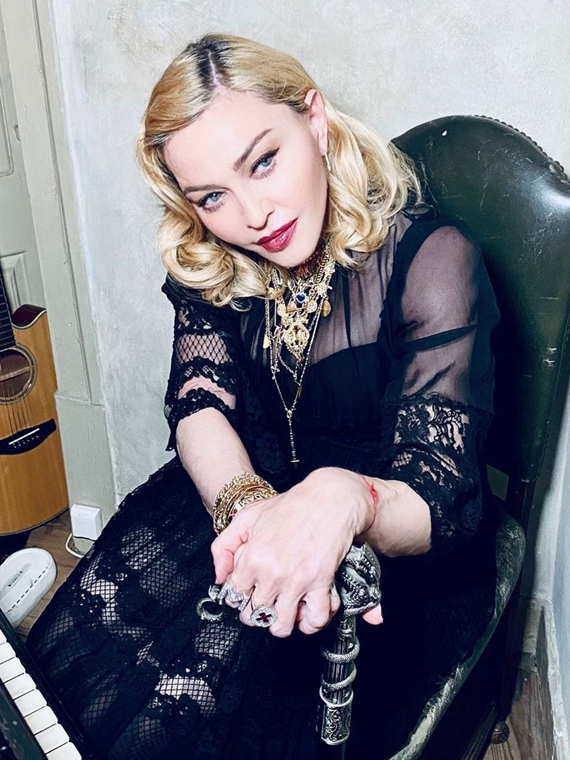 Salt: главное здесь, остальное по вкусу - Мадонна пожертвовала  $1 миллион на борьбу с коронавирусом