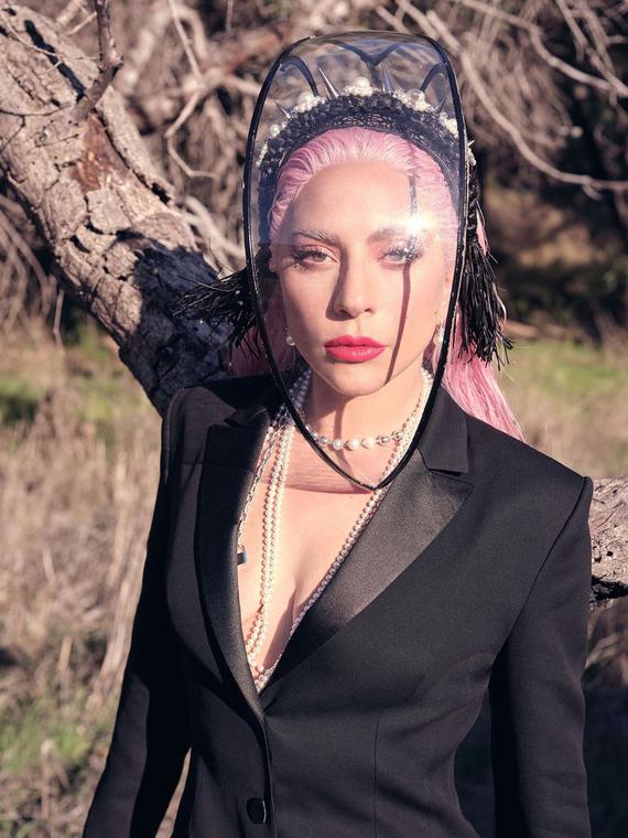 Salt: главное здесь, остальное по вкусу - «Вы необходимы»: Леди Гага разместила на билбордах обращение к врачам