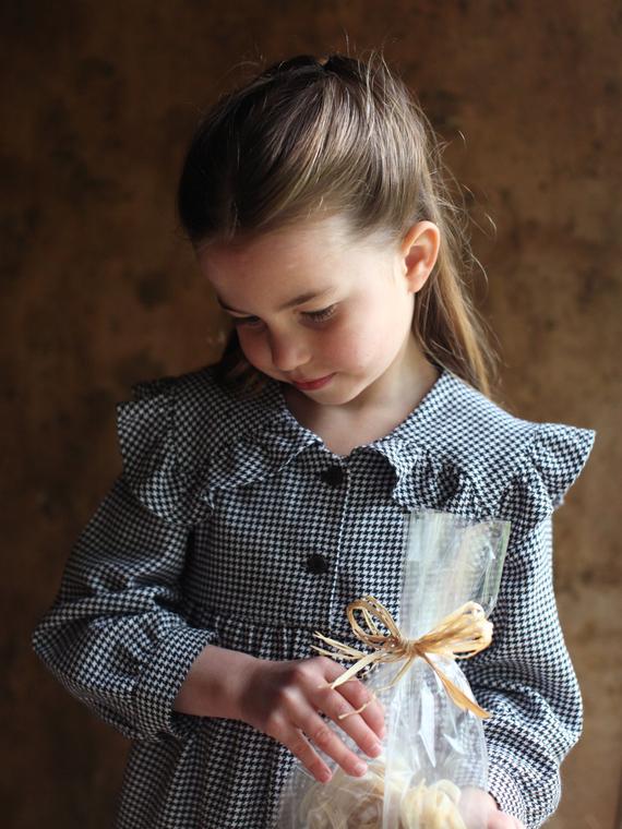 Salt: главное здесь, остальное по вкусу - Кейт Миддлтон сделала новые фото принцессы Шарлотты в честь ее дня рождения