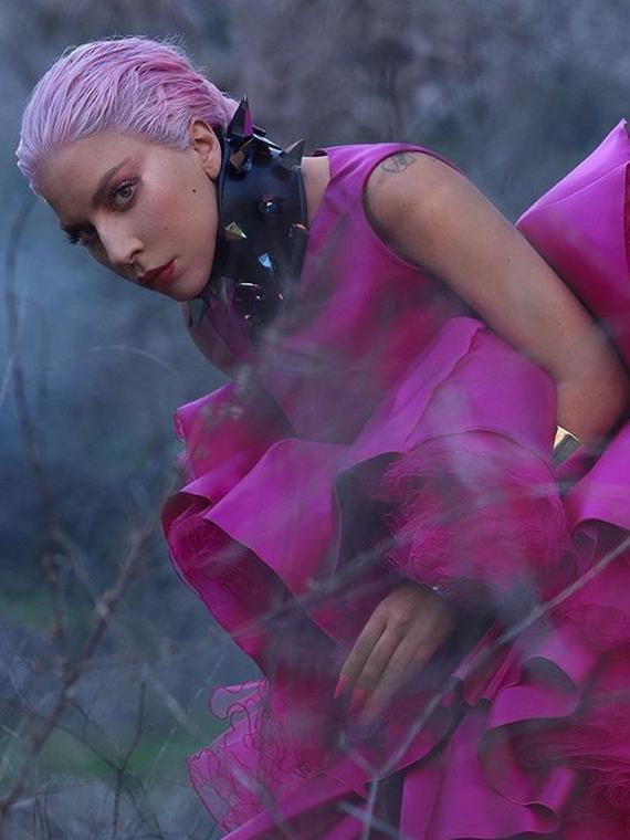 Salt: главное здесь, остальное по вкусу - Леди Гага показала мерч к новому альбому Chromatica — в нем есть нижнее белье и подушка