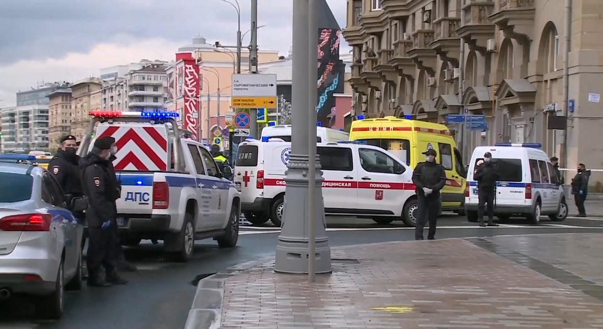 Salt: главное здесь, остальное по вкусу - Полиция взяла штурмом здание московского «Альфа-банка», где захватили заложников