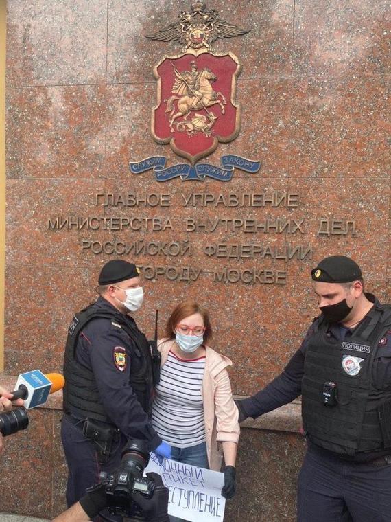 Salt: главное здесь, остальное по вкусу - В Москве задержали журналистов — они вышли с пикетами в поддержку Ильи Азара