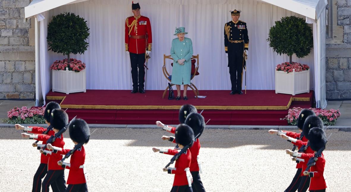 Salt: главное здесь, остальное по вкусу - Торжественный парад в честь дня рождения Елизаветы II прошел с ограничениями