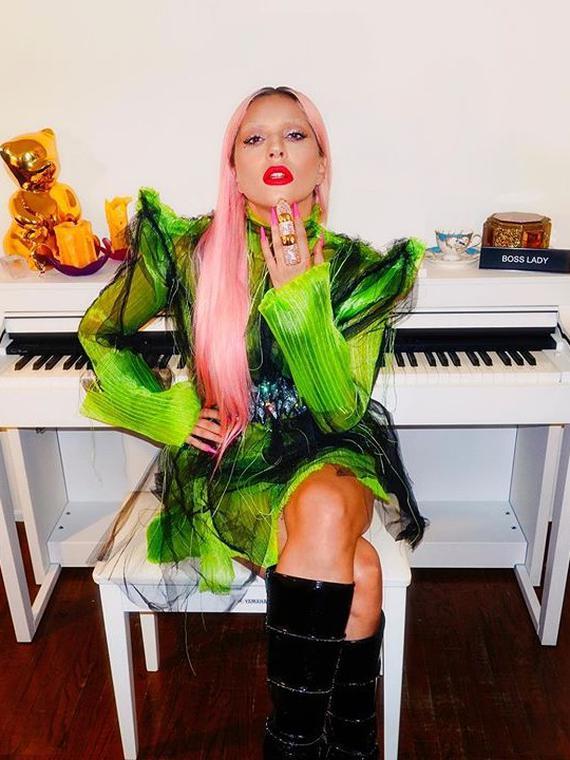 Salt: главное здесь, остальное по вкусу - Леди Гага подарила свою кожаную куртку поклоннице, которая подошла к ней на улице