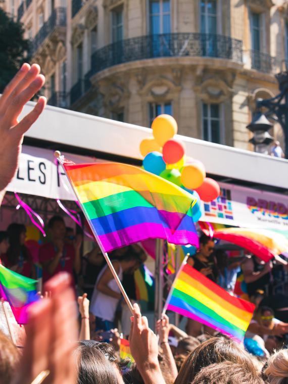 Salt: главное здесь, остальное по вкусу - Российские власти признали брак между мужчинами — ЛГБТ-активист смог оформить налоговый вычет на супруга