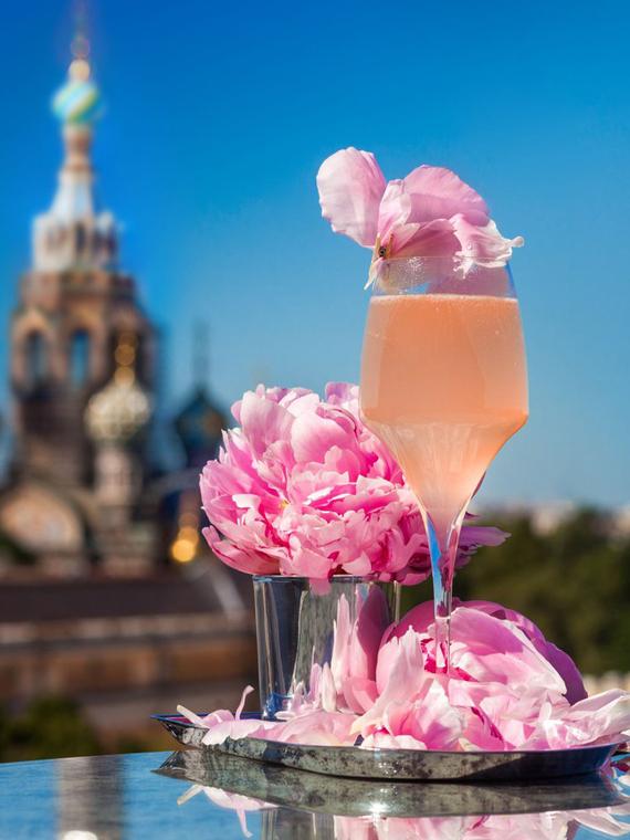 Salt: главное здесь, остальное по вкусу - От лавандового спритца до малиновой сангрии: рецепты необычных коктейлей от барменов Москвы и Петербурга