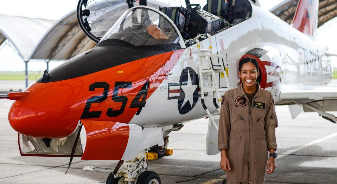 Salt: главное здесь, остальное по вкусу - Пилотом истребителя ВМС США впервые станет темнокожая женщина