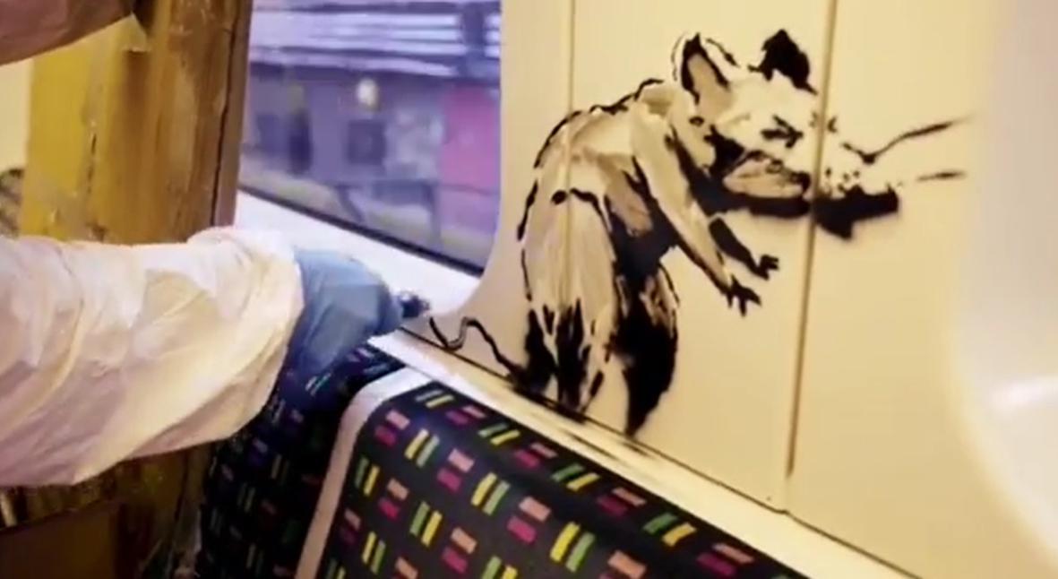 Salt: главное здесь, остальное по вкусу - Бэнкси в костюме дезинфектора нарисовал граффити в лондонском метро