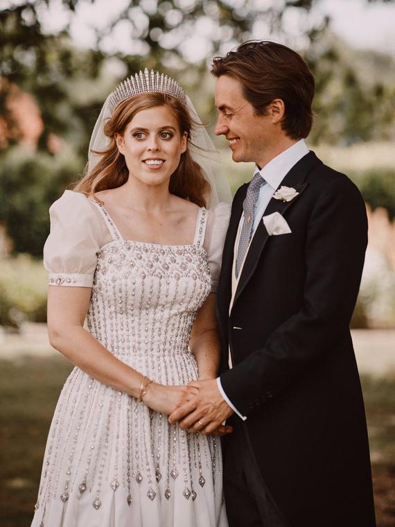 Salt: главное здесь, остальное по вкусу - Дворец поделился новыми снимками со свадьбы принцессы Беатрис и Эдоардо Мапелли-Моцци