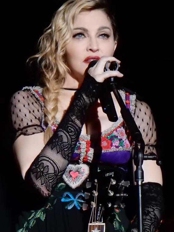 Salt: главное здесь, остальное по вкусу - Мадонна рассказала, что российские власти оштрафовали ее за речь в поддержку ЛГБТК+ и Pussy Riot