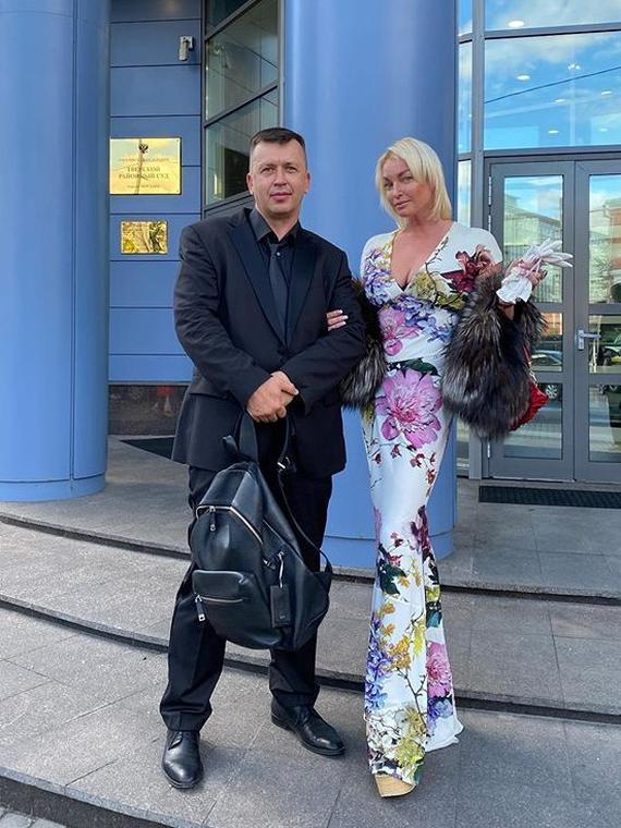 Salt: главное здесь, остальное по вкусу - Анастасию Волочкову оштрафовали за поездку в село, закрытое на каратин