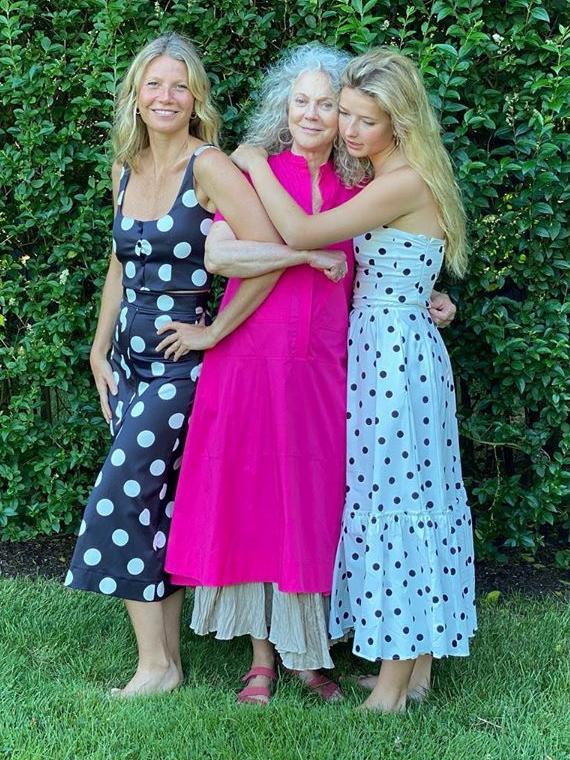 Salt: главное здесь, остальное по вкусу - Гвинет Пэлтроу снялась в рекламе коллекции платьев Goop вместе с мамой и дочкой
